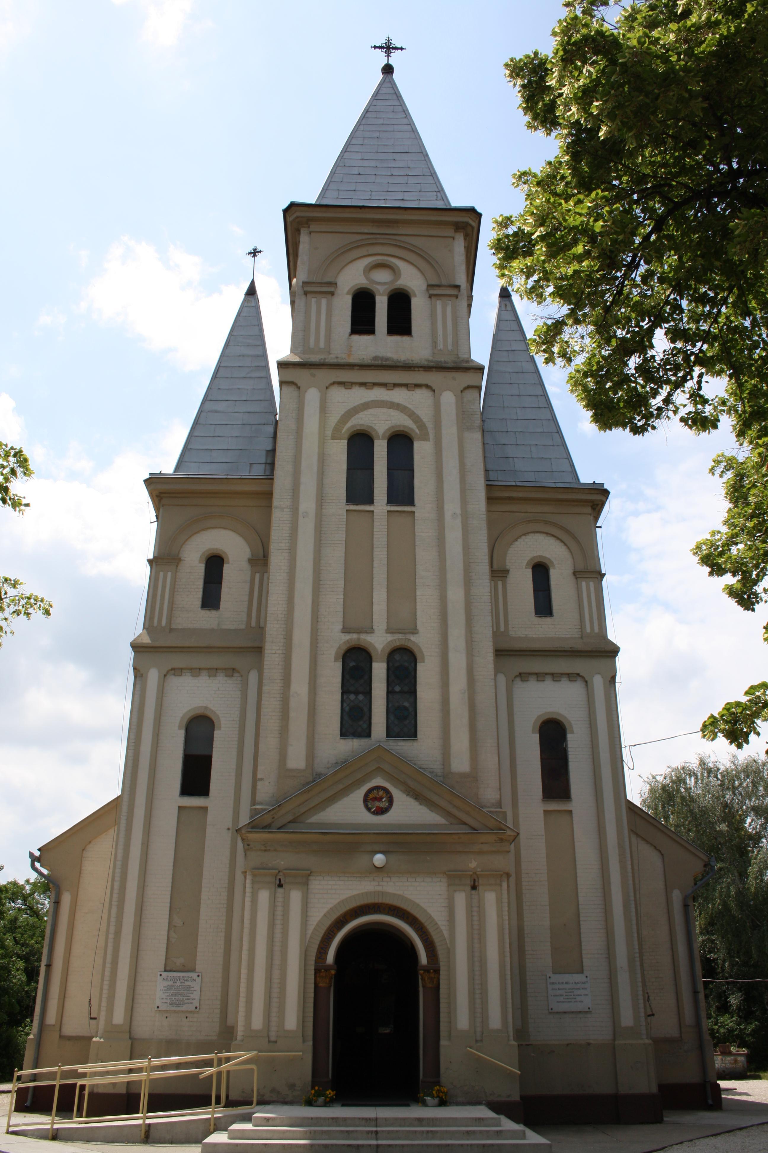 Templomunk előröl