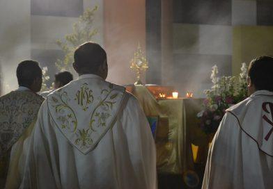 Szentségimádás papokért, házaspárokért